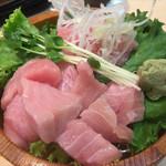 すし三崎丸 - インドマグロ頭肉切り落とし