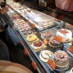 イルフェジュール - ずらりと並んだケーキたち