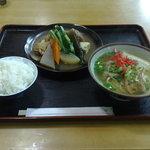 宮ら美 - そば定食700円