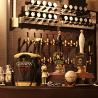 ビーボ! ビア アンド ダイニングバー - 20種類の樽生ビール!リアルエールも2種類ございます。