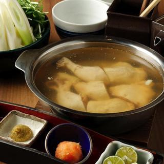 他店では真似のできない新調理で作られた人気の鍋「鶏の水炊き」