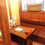 38536822 - こんな感じの半個室っぽい席もたくさん