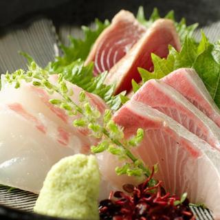 旬菜が彩る季節のおすすめ料理。築地直送の鮮魚を使ったお刺身