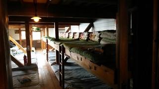 赤岳頂上小屋 - 寝床はこんなカンジ