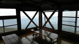 赤岳頂上小屋 - ラウンジからの眺望は抜群、清里や野辺山方面かな〜。