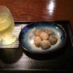 五十鈴茶屋 - 「わらびもち」と冷茶