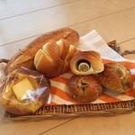 38542883 - 蔵出しめんたいフィセルなど他のパンも美味しいです♪