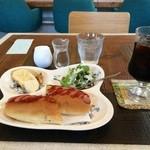 港町カフェ - 料理写真:いただいたのは、Bのホットドッグのモーニングです400円
