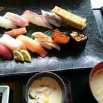 38550458 - 特上握り寿司税込み1598円。