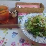 CAFE おおとも - トマトソースのドリアセット(1280円) アイスティー&サラダ