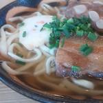 レストハウスかみやま - 沖縄そば(ソーキと3枚肉入り)並_\600