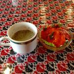ディップ サガル - スープにサラダ(ドレッシングかかり過ぎ)
