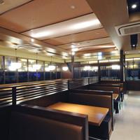 関サービスエリア(上り線)レストラン「かごの屋」 - 広々とした店内でゆっくりお過ごしいただけます