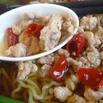中華料理 旭 - 「ラーメンセット」台湾ラーメンの挽肉と唐辛子