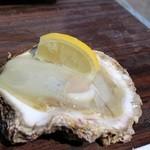 和風レストラン やまさ - 氷の下から小さい牡蠣が出るイリュージョン☆