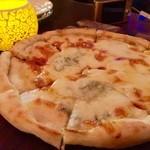 38566308 - ゴルゴンゾーラのピザ