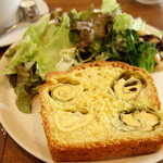 フランジパニ - ケーク・サレ (チーズのキャベツ巻きとツナのケーク)