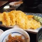 一魚一栄 - カリッとサクッと揚がった魚天4つ 野菜も4つ