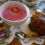 カフェレストラン 瀬里家 - キッズハンバーグ(1000円)~スープ、パン、プチゼリー