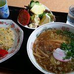 あっぷる - 料理写真:焼きめし半分+ラーメン850円