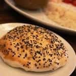 ジェイハン - ABCランチにはトルコのパンがついてきます