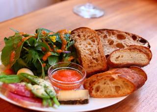 シニフィアン シニフィエ 世田谷本店 - 野菜とパンのプレート
