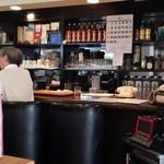 タカマツ喫茶 - 調理場とカウンタースペース