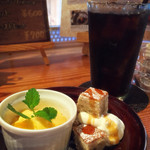 ハップシュー - プラス円のデザート(バナナケーキとマンゴープリン)