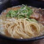 キラメキ チキンハート - キラメキ チキンハートのにぼとりとんらーめんの麺(15.04)