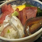 味乃魚隆 - セットの海鮮丼(ボリュームは少ないが刺身の鮮度は抜群)