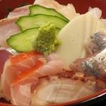味乃魚隆 - 小田原海鮮丼。セットの海鮮丼が美味かったので、海鮮丼のみの単独メニューをオーダー。刺身の鮮度は抜群で、今はこれ一択!(刺身はその日の仕入れによって変わるようです)