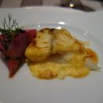 シャポン・ファン - 前菜2:ホワイトアスパラと鮑のグラタン仕立て・紅大根のブーケ添え