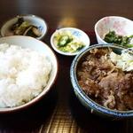 セノ食堂 - 料理写真:牛煮込み定食