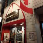 ウィスラーカフェ - 店の前にはカナダ国旗
