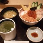 たる善 - 北海道産地直送 かに、いくら丼