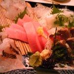 Jizakanaya - 旬の刺し盛り。豪華です。マグロはとろとろでした。この刺し盛りは北海道出身の友も大喜びしていました。