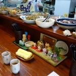 おてび - (2015/4月)カウンター席とカウンター上のお惣菜