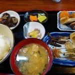 おてび - (2015/4月)「小魚定食」全景