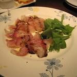 イタリアンレストラン アランチーニ 桜上水 - 鯛のカルパッチョ。赤ワインで頂いた。
