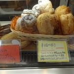 ヴォヤージュ - 料理写真:イチオシのシュークリーム【幸福の樹】¥200♪