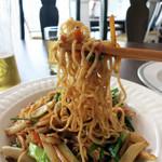 燕 東京茶楼 - 麺の歯応えと油脂の風味が活きたシンプルな醤油焼きそば
