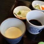 38616832 - ざる汁2種 辛汁と胡麻汁