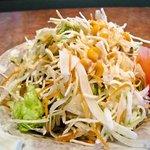 美味肉家 能勢 - 大盛りのサラダ