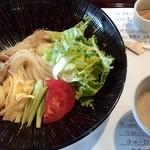麺喰 - サラダうどん