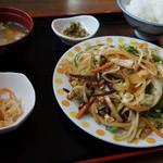 食堂 満八 - 野菜ちゃんぷる定食(逆から写真を撮ってしまいました)