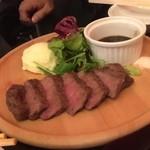 近江牛ステーキとがぶ飲みワイン ニクバルモダンミール - ステーキ旨し。。近江牛は全国最安値では・・・?笑