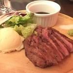 近江牛ステーキとがぶ飲みワイン ニクバルモダンミール - 牛タンも食べ応えあります。