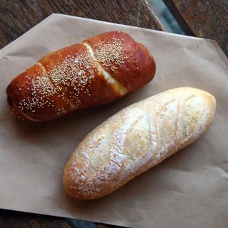 est Panis - 料理写真:ミルクバゲットとウィンナープレッツェル