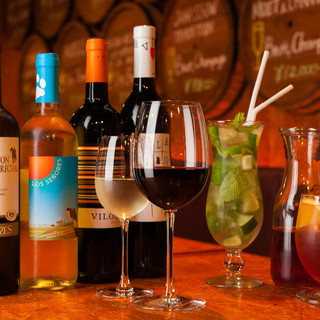 地中海の香りあふれるカクテルほかワインも豊富にご用意