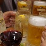38648786 - かりたんはスペイン産赤ワインでかんぱーい